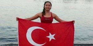 Bengisu Avcı Manş Denizi'ni yüzerek geçti