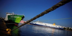 Yunanistan'da denizcilerin grevi seferleri durdurdu