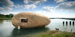 Dev bir yumurtayı andıran tekne ev