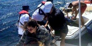 Sürüklenen teknedekiler kurtarıldı