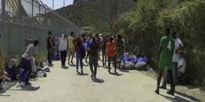 Adalardaki mülteci kampları alarm veriyor