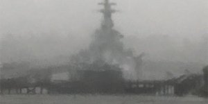 USS North Carolina kasırgaya yakalandı