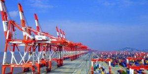 """Dünyanın en büyük """"insansız limanı"""" Shanghai'de"""