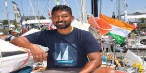 Yaralı denizci okyanusda kurtarılmayı bekliyor