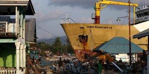 Endonezya'daki depremzedeler kıyıları terk etti