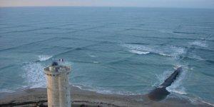 Okyanusun tehlike işaretlerinden biri kare dalgalar