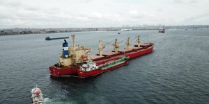 Ahırkapı'da gemiden taşan yakıt denize aktı