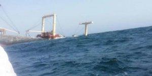 İran'da konteyner yüklü gemi battı