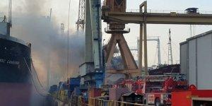 Tuzla'da tersanedeki bir gemide yangın çıktı