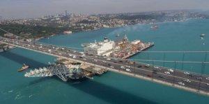 """""""Pioneering Spirit"""" Boğaz'ı trafiğe kapattırdı"""