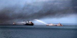 Trabzon'da yanan gemiyi görenler panik yaşadı