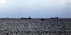 Çok sayıda gemi Tekirdağ kıyılarına demirledi