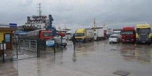 Fırtına deniz ulaşımına geçit vermiyor