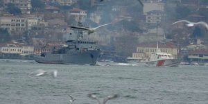 Rus savaş gemisi Boğaz'dan geçti