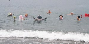 Yerleşik yabancılar iyilik için yüzdü