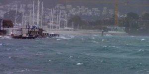 Fırtına gemilere geçit vermedi