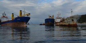 İzmir'in hayalet gemileri söküme gidiyor