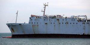Karaya oturan geminin etrafına bariyer çekildi
