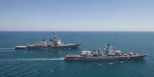 Rus gemileri, ABD destroyerlerine refakat ediyor