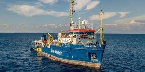 İtalya kurtarma gemisini Sicilya'da alıkoydu