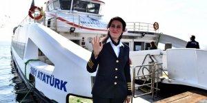 """İzmir Körfezi'ndeki """"tek kadın kaptan"""