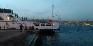 Otomobil feribota binerken denize uçtu