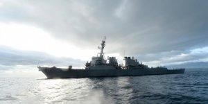 ABD savaş gemisi Rus gemilerinin kontrolünde