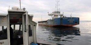 Mahsur kalan denizcilere gıda yardımı