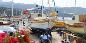 Tekneler sezon için denize inmeye başladı