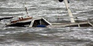 Futbolcuları taşıyan tekne alabora oldu