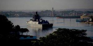 Rus donanması Havana Limanı'na demir attı