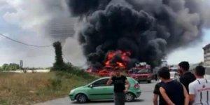 Tuzla'da boş arazideki teknelerde yangın!