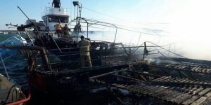 Karaburun'da 4 tekne birden yandı