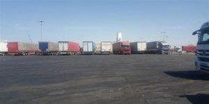 Arabistan'da 85 Türk tırı günlerdir limanda bekletiliyor