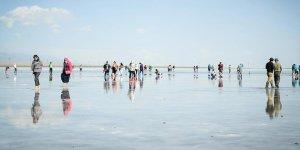 Gökyüzünü ayna gibi yansıtan Caka Gölü