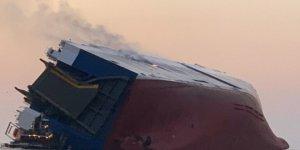 Georgia açıklarında kargo gemisi yandı