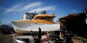 Lüks tekneyi mobilya atölyesinde yapıyor