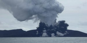 Denizaltı volkanı patladı, yeni bir ada daha doğdu
