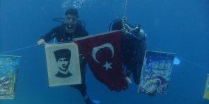 Fethiye'de denizaltında resim yaptılar