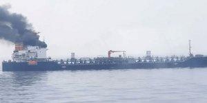 Singapur açıklarında petrol tankerinde yangın