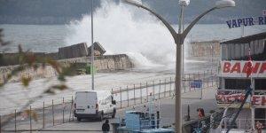 Balıkçılar rüzgarın gazabına uğradı