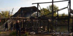 Serik'te balıkçı barınağında yangın çıktı
