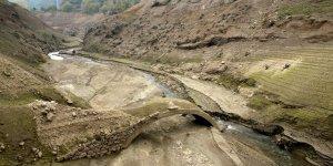 Su seviyesi düştü eski köprü çıktı