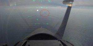 Yunan pilot Türk savaş gemisine kilitlendi!