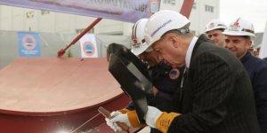 İlk milli denizaltı Piri Reis suya indirildi