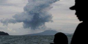 Endonezya'da  yine yanardağ patladı