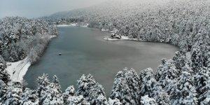 Göl buz tuttu