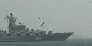 Putin geldi, Rus savaş gemisi Karadeniz'e döndü