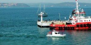 Kaptan uyudu, tekne yolcu feribotuna çarptı