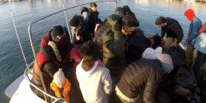 Lastik botta 36 göçmen yakalandı